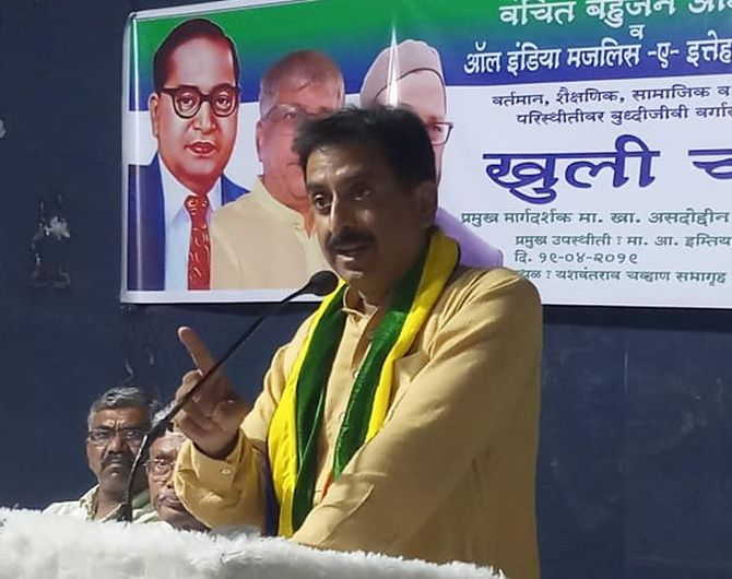 Imtiaz Jaleel, the AIMIM's candidate for the Lok Sabha election in Aurangabad, right, is a popular MLA.