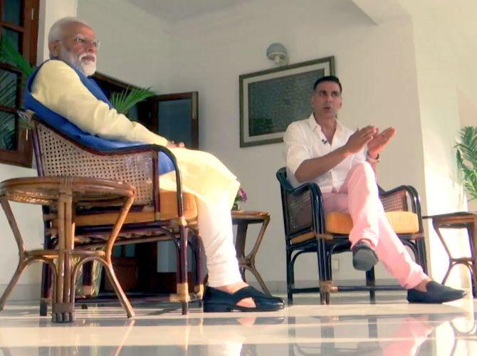 Akshay Kumar chats with Prime Minister Narendra Damodardas Modi