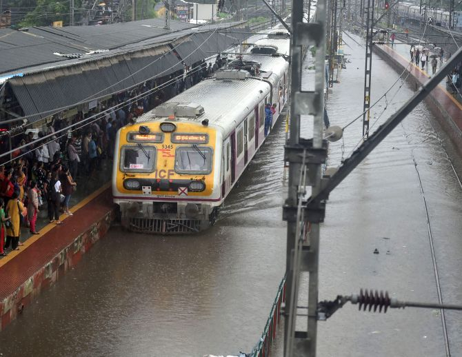 Heavy rains pound Mumbai