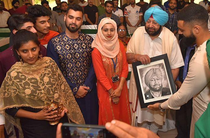 Punjab CM Captain Amarainder Singh with Kashmiri students in Chandigarh
