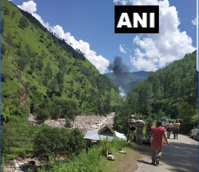 3 killed as chopper crashes in rain-hit Uttarkashi