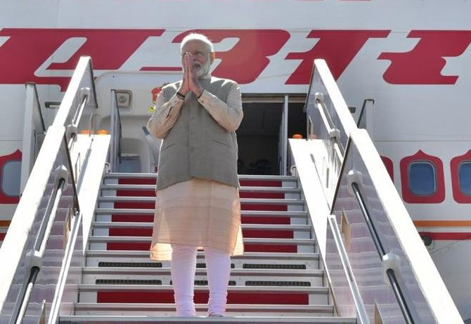 Modi embarks for UAE from Paris