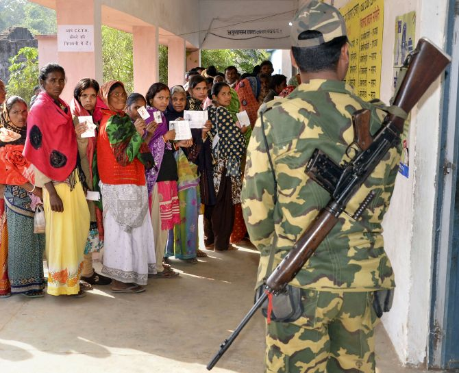 58.8% voting in J'khand till 3pm amid violence, 1 dead