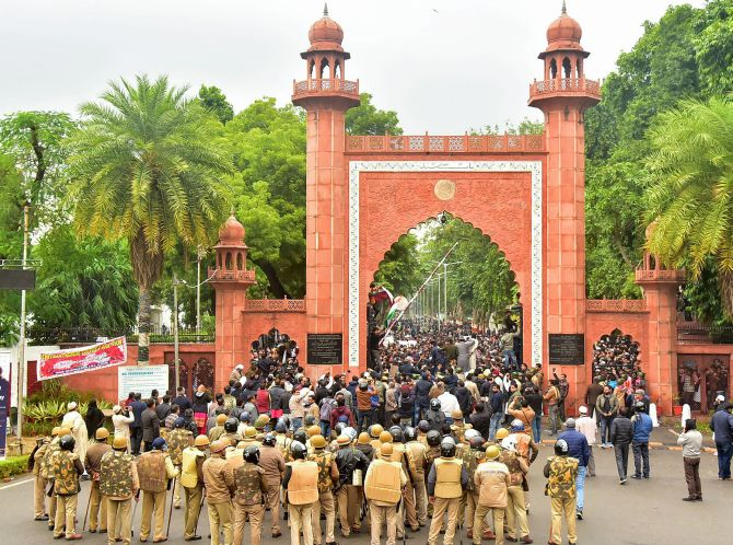 Chants of 'CAA se azaadi' as students march in AMU