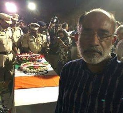 India News - Latest World & Political News - Current News Headlines in India - Union minister trolled for 'selfie' at CRPF jawan's funeral
