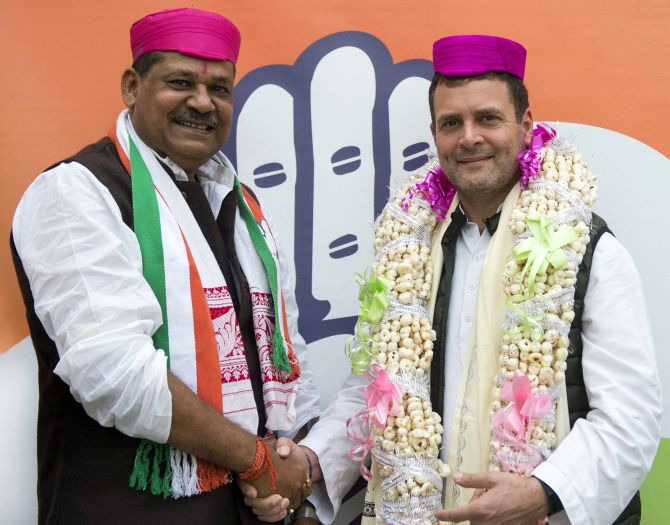 India News - Latest World & Political News - Current News Headlines in India - Cricketer-turned-politician Kirti Azad joins Congress, calls it 'ghar wapsi'