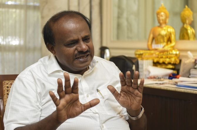 India News - Latest World & Political News - Current News Headlines in India - 2 MLAs withdraw support to K'taka govt; I am totally relaxed, says HDK