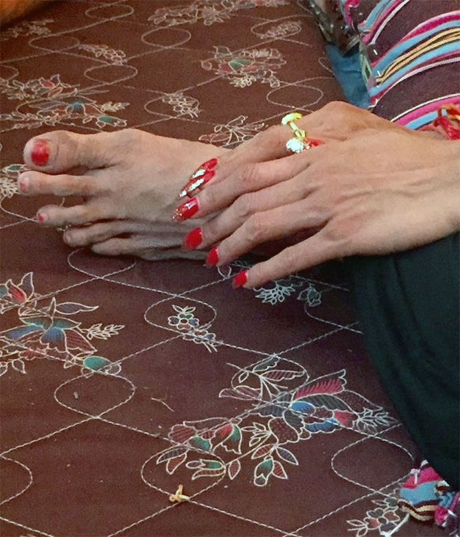 The manicured hands of the head of the Kinnar akhada