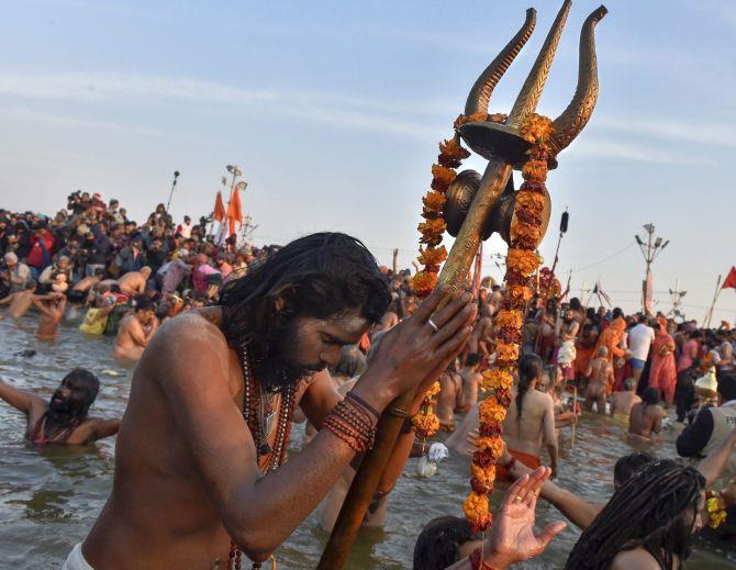 शाही स्नान के साथ कुंभ 2019 का आगाज
