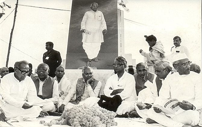 An all party condolence meeting to pay tribute to the late Karpoori Thakur in Patna, February 29, 1988. From right to left, Hemawati Nandan Bahuguna, Atal Bihari Vajpayee, Ram Awadhesh Singh, George Fernandes, then Bihar chief minister Bhagwat Jha Azad and Vinayak Prasad Yadav