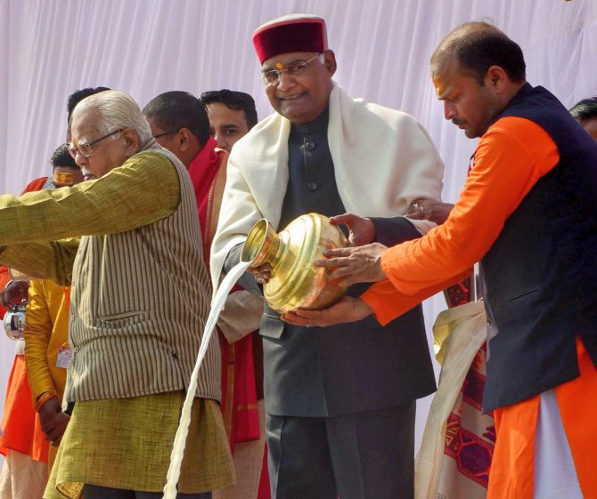India News - Latest World & Political News - Current News Headlines in India - PHOTOS: Prez performs Ganga pujan at Kumbh mela