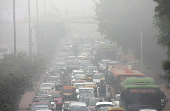 India News - Latest World & Political News - Current News Headlines in India - Air quality worsens, dense fog disrupts flights, trains in Delhi