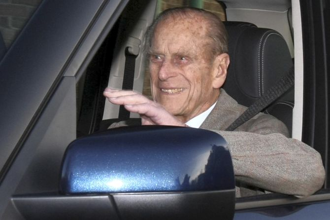 India News - Latest World & Political News - Current News Headlines in India - Britain's Prince Philip spotted driving without seatbelt days after crash