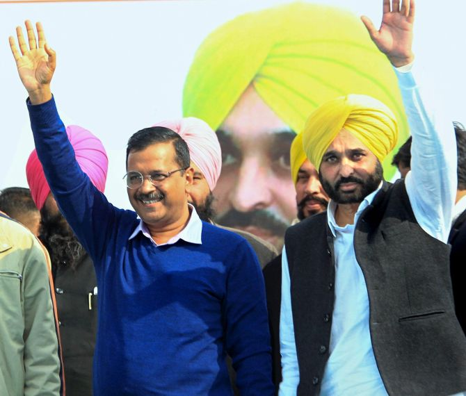 India News - Latest World & Political News - Current News Headlines in India - Bhagwant Mann pledges to quit alcohol, Kejriwal terms it 'sacrifice' for people
