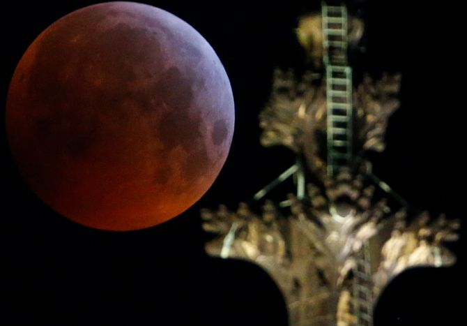 India News - Latest World & Political News - Current News Headlines in India - PHOTOS: 'Super blood wolf moon' lights up the sky