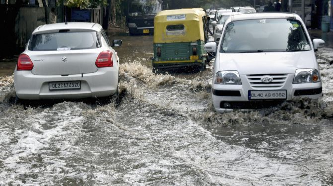 India News - Latest World & Political News - Current News Headlines in India - Heavy rains, hail lash parts of Delhi; city traffic thrown out of gear