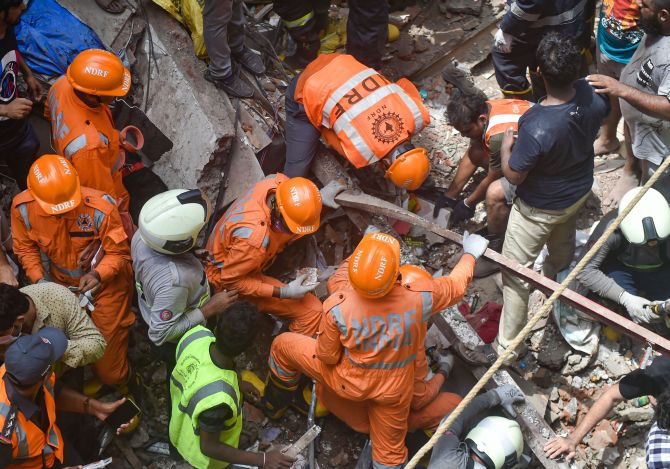 11 killed as 100-yr-old building collapses in Mumbai