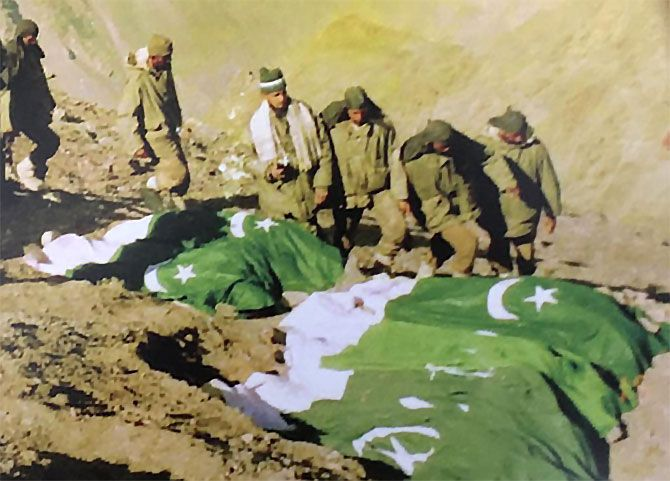 Bodies of Pakistani soldiers