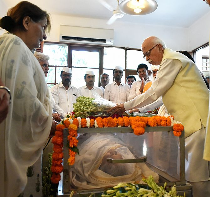 Advani, Swaraj pay homage to Sheila Dikshit