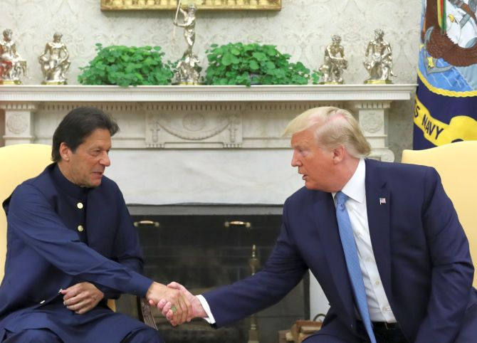 Trump meets Pak PM, offers to mediate on Kashmir issue