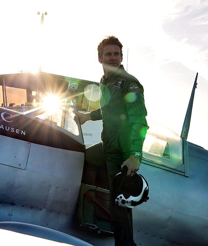 British pilots to fly around the world in a World War II plane