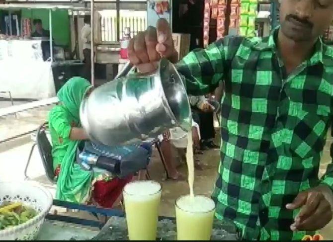 People consume juice to beat the heat in Churu. Photograph: ANI