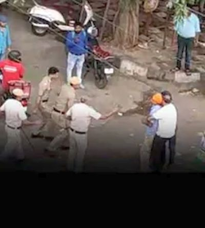 WATCH: Street fight between Delhi cops and driver