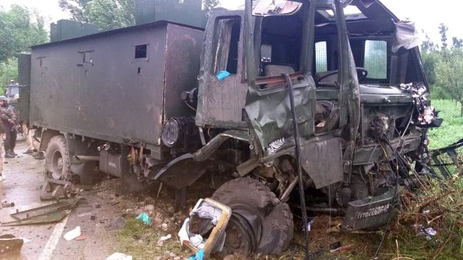 11 hurt after army patrol hit with IED blast in J-K