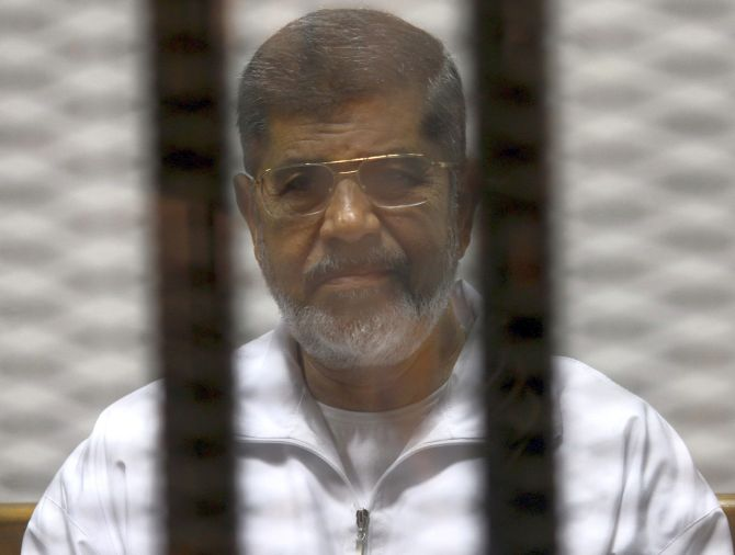 Ousted Egyptian president Morsi dies in court