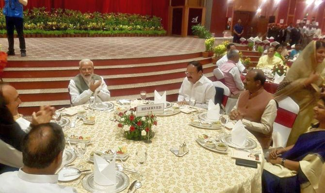 PM hosts dinner for MPs; Rahul, Sonia give a miss