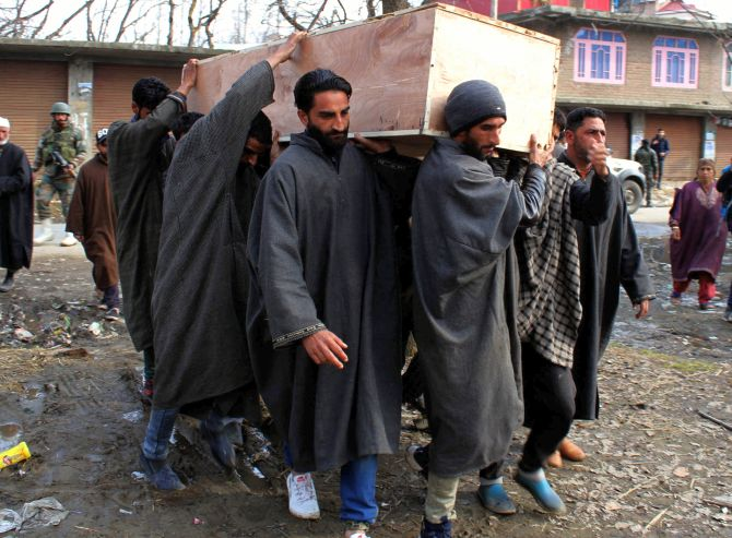 India News - Latest World & Political News - Current News Headlines in India - Woman SPO shot dead in J & K's Shopian
