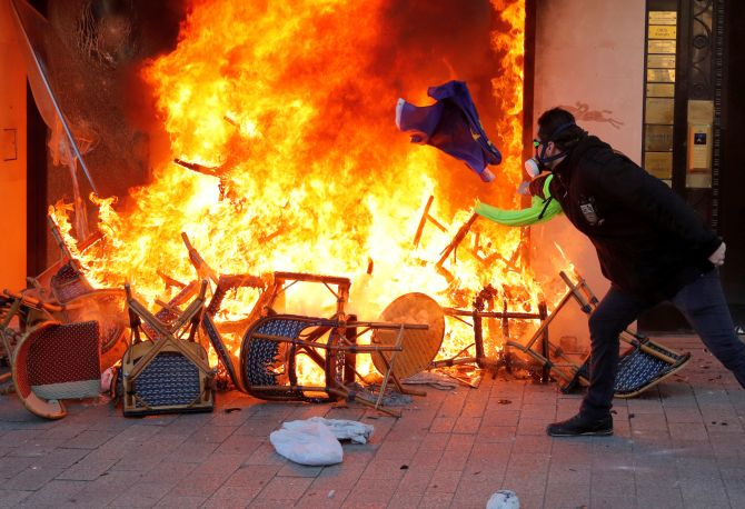 India News - Latest World & Political News - Current News Headlines in India - Violence returns to streets of Paris. Courtesy, Yellow vests protesters