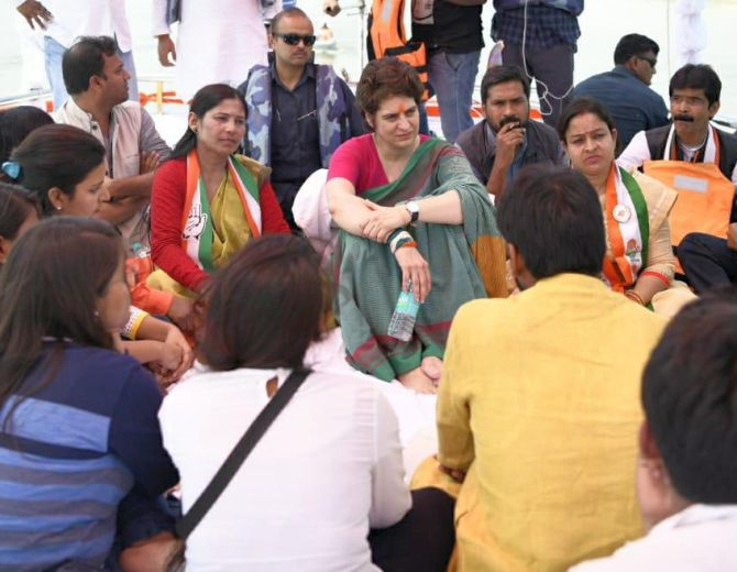 India News - Latest World & Political News - Current News Headlines in India - Priyanka rides boat to test political waters in UP