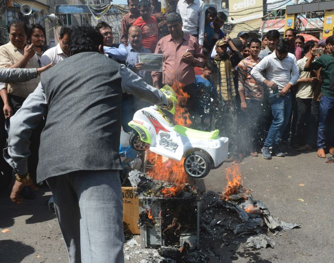 India News - Latest World & Political News - Current News Headlines in India - PHOTOS: Traders burn Chinese goods to protest move on Azhar