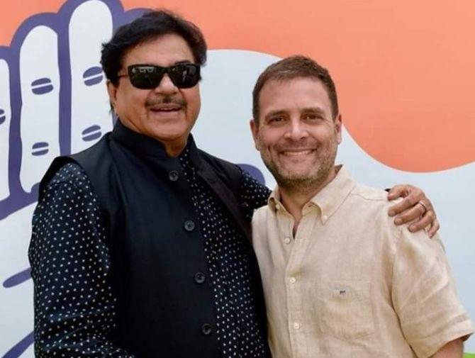 Shatrughan Sinha with Rahul Gandhi in New Delhi, March 28, 2019. Photograph: Kind courtesy @ShatrughanSinha/Twitter