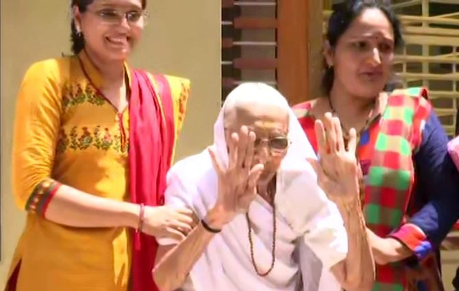 PM's mom greets supporters to chants of 'Har Har Modi'