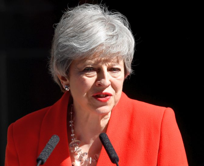 Emotional Theresa May announces resignation