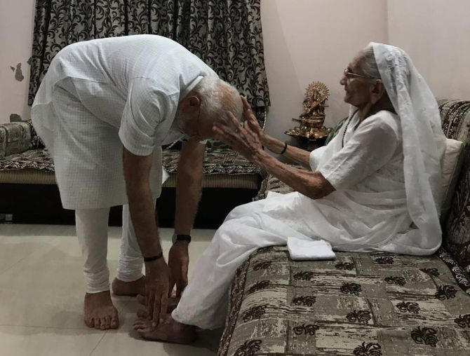 PM seeks his mother's blessings after poll victory