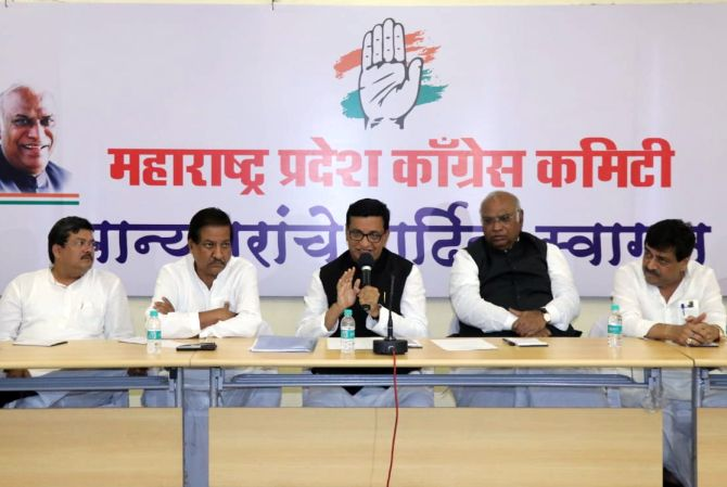 Cong leaders discuss giving support to Shiv Sena
