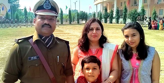 Ajeet Kumar in uniform with wife Manita, daughter Suhani and son Arshit