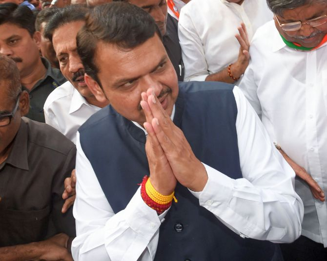 Fadnavis starts vacating CM residence, hunts for home