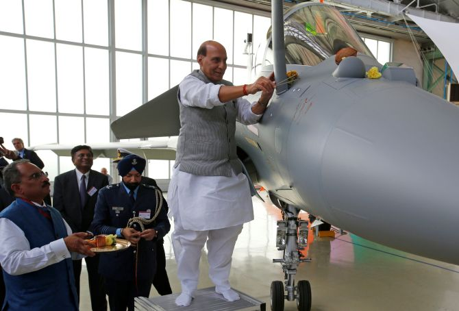 SC dismisses pleas seeking review of Rafale judgment