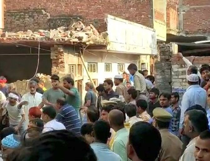 10 dead in cylinder blast in UP's Mau