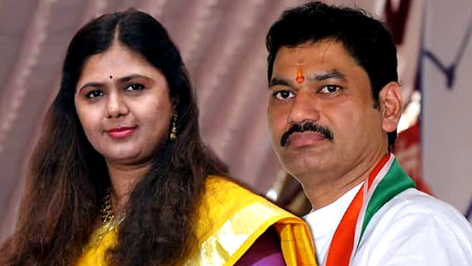 Maha polls: Munde vs Munde, once again in Parli