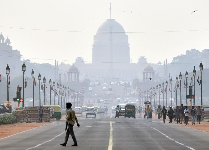Toxic haze over Delhi as air quality turns 'very poor'