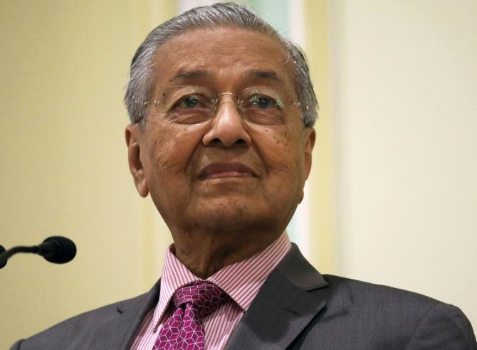 Malaysian PM stands by Kashmir remark