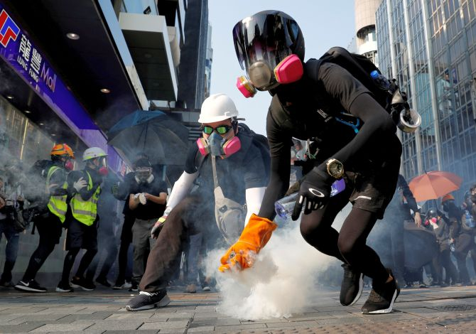 Hong Kong withdraws bill that sparked protests