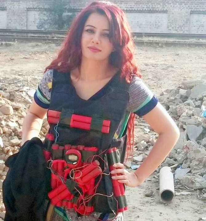 Pak singer poses with suicide vest to threaten Modi