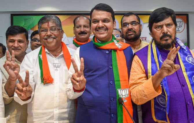 Maha tussle may end soon; BJP leaders to meet Guv
