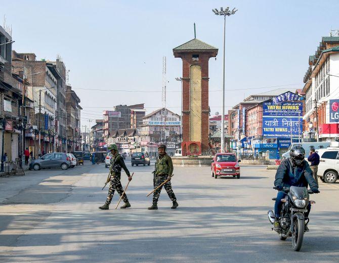 Shopkeeper shot dead by terrorists in Kashmir